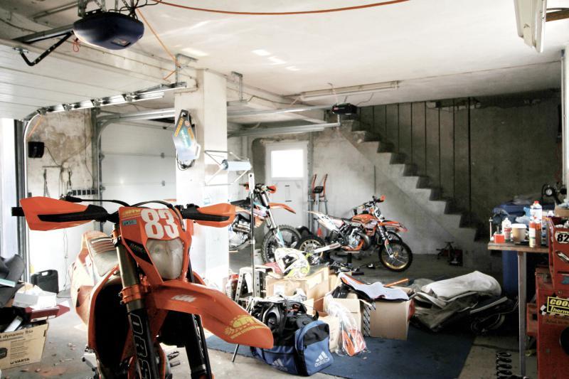 Doppelgarage und Werkstatt