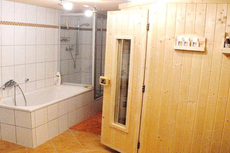 Bad und Sauna KG
