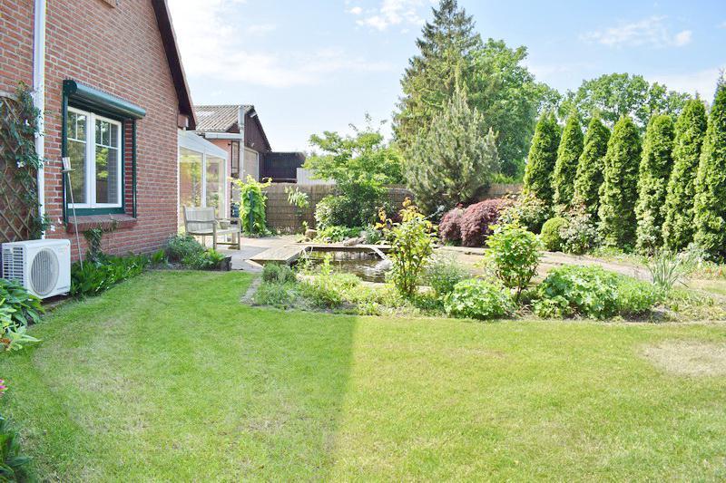 Garten mit Gartenteich