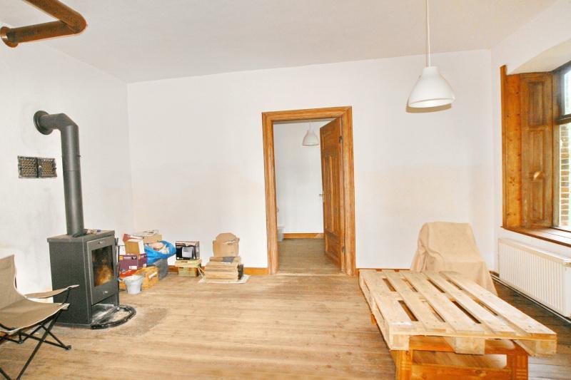 Zimmer mit Holzofen