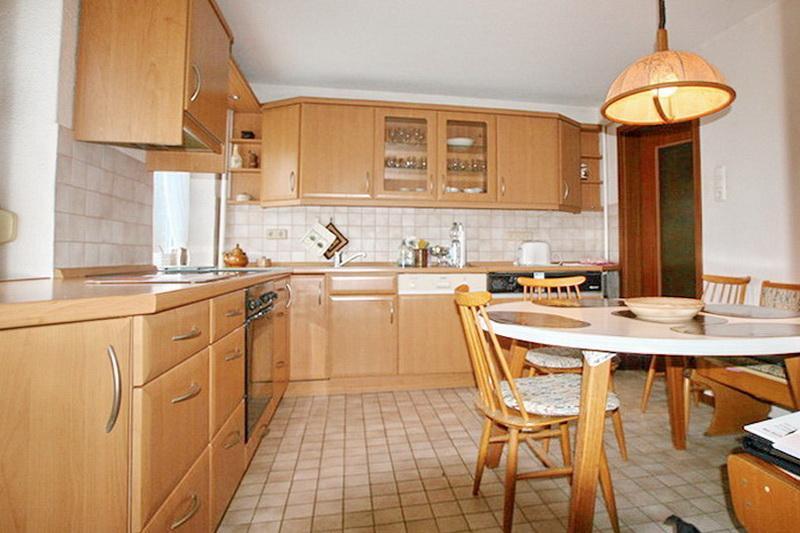Küche mit Platz für eine Essecke