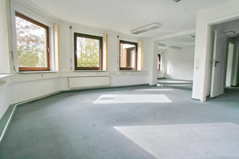 Großer Büroraum über Eck OG