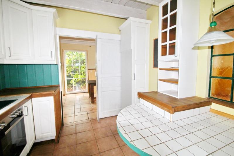 Küche mit Zugang zum Esszimmer